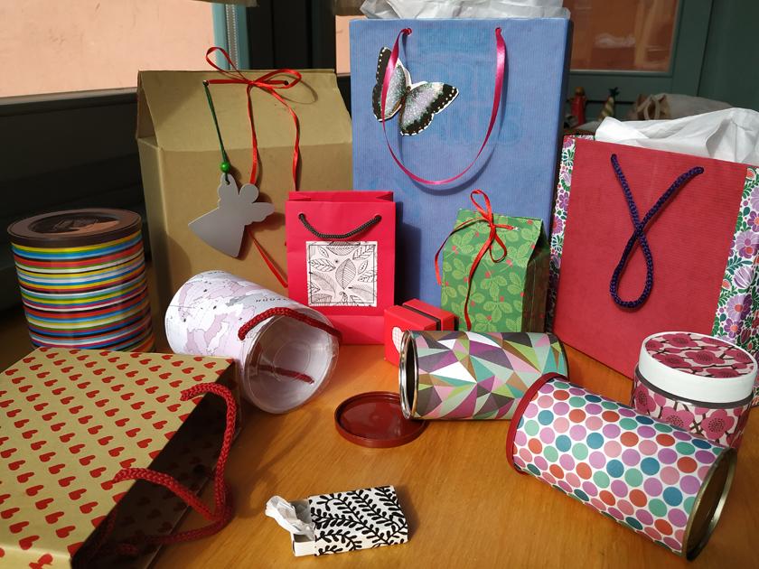 συσκευασίες δώρων φτιαγμένες από άδειες συσκευασίες