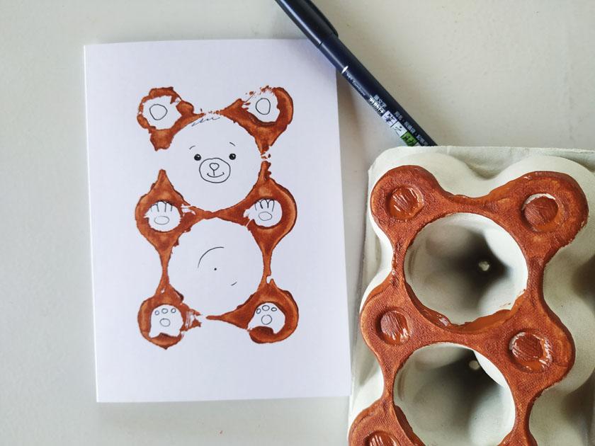 χειροποίητη στάμπα αρκουδάκι από αβγοθήκη