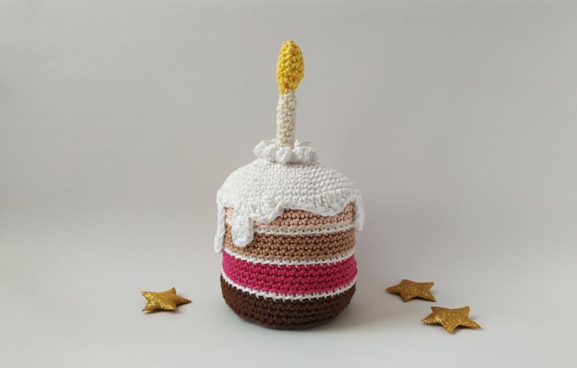 πλεκτή τούρτα με κεράκι και γλάσο